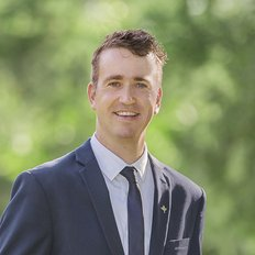 Toby Tanis, Sales representative