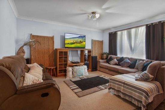 77 Glengarvin Drive, Tamworth NSW 2340, Image 2