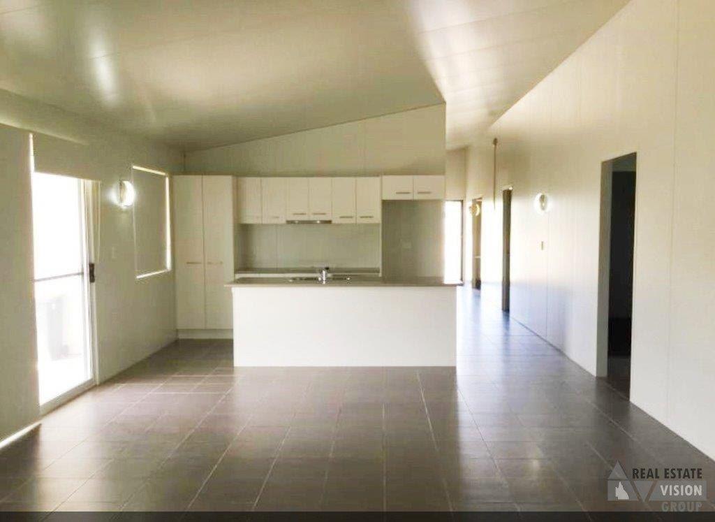 16 Hunter St, Blackwater QLD 4717, Image 2