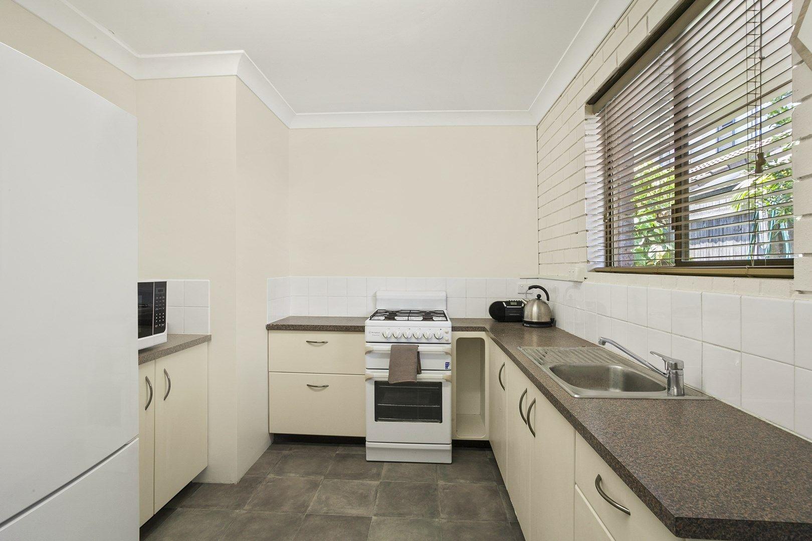 2/130 Oxley Avenue, Woody Point QLD 4019, Image 1