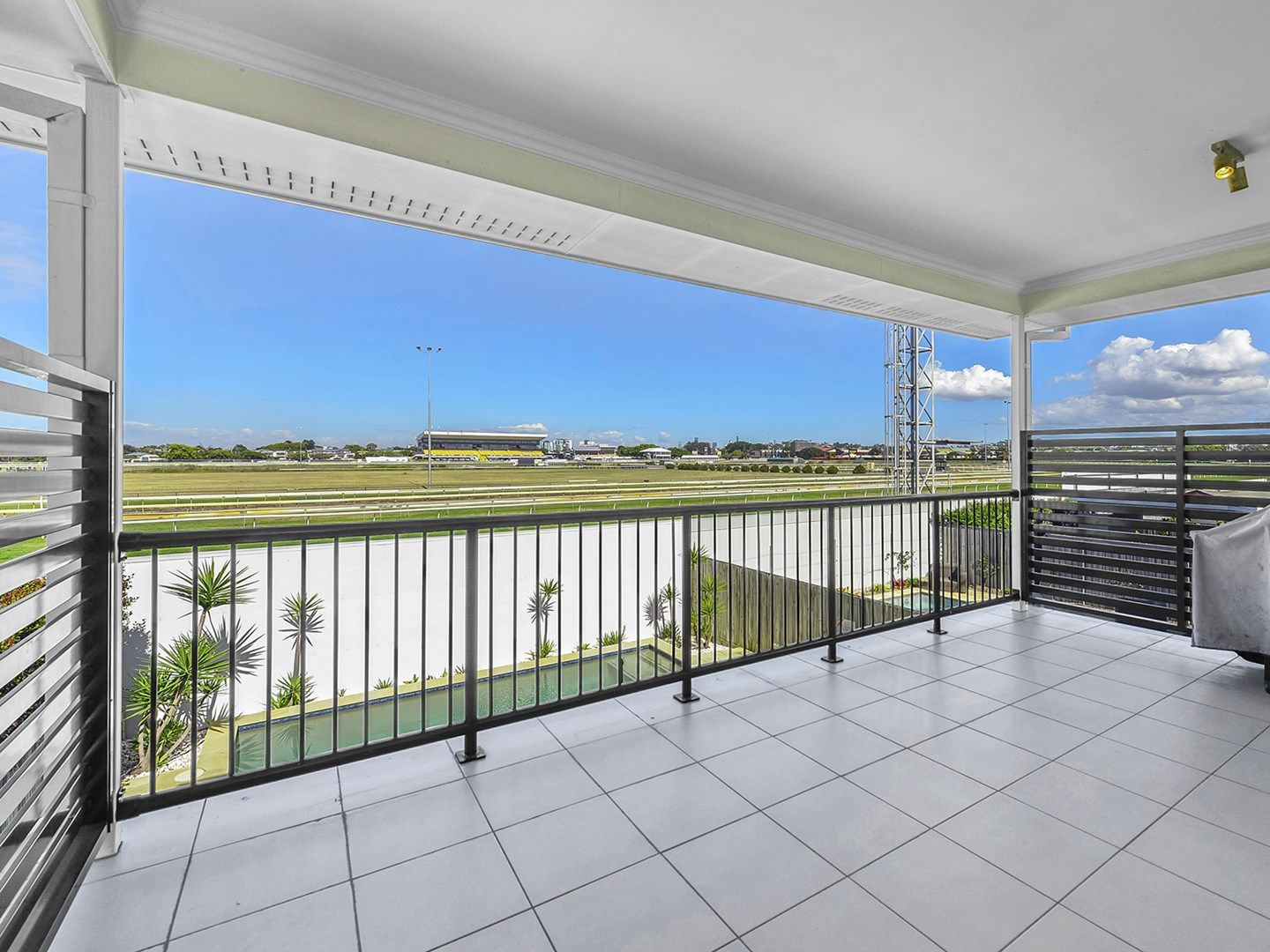 63 Raceview Avenue, Hendra QLD 4011, Image 2