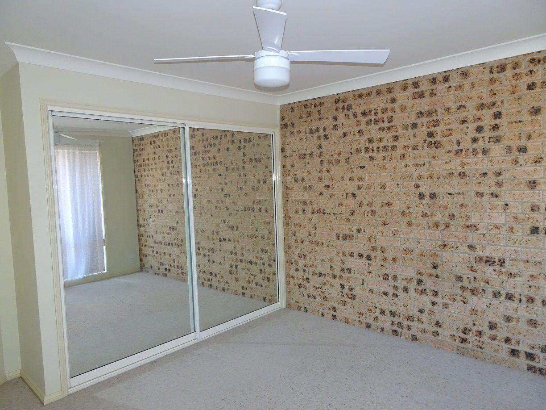 2/2 Carisbrooke Close, Bomaderry NSW 2541, Image 2