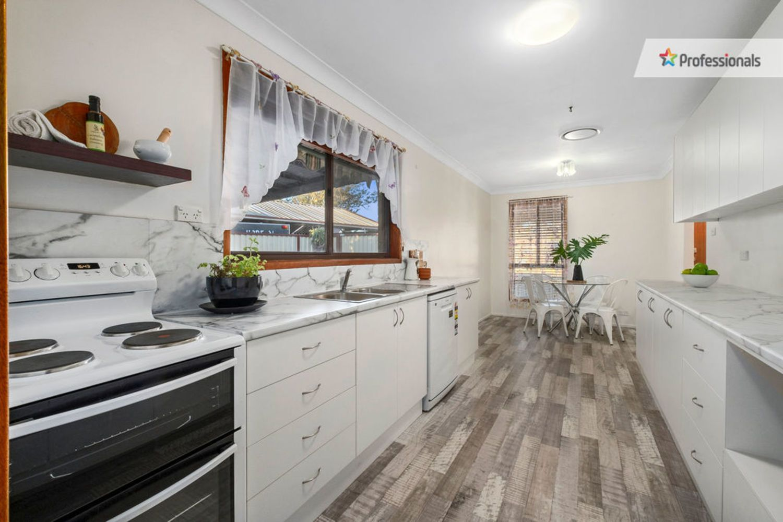 12 Crossley Avenue, Mcgraths Hill NSW 2756, Image 2
