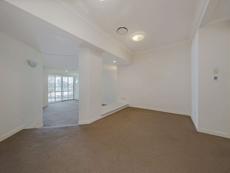 39/78 CAIRNS STREET, Kangaroo Point QLD 4169, Image 2
