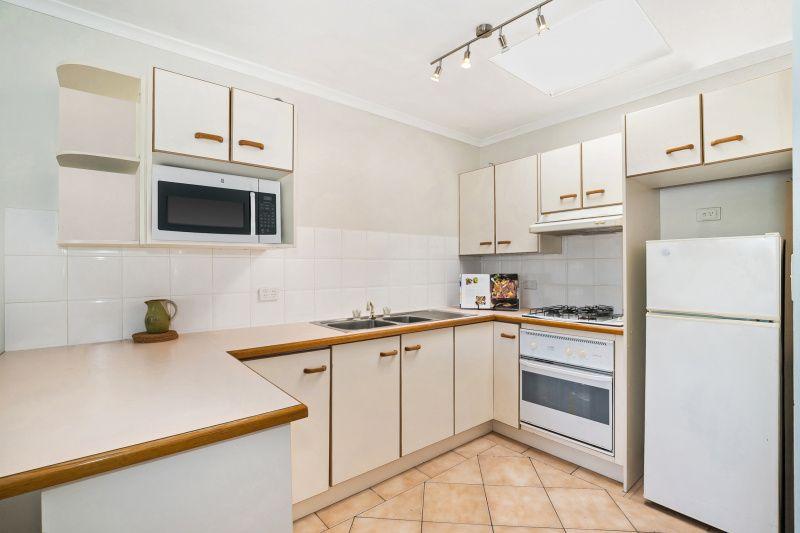 2/39 Adsett Street, Taringa QLD 4068, Image 2