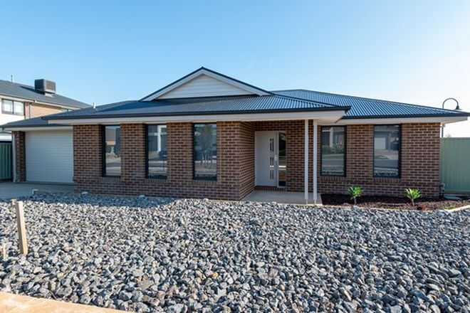 Picture of 10 Roxburgh Crescent, JUNORTOUN VIC 3551