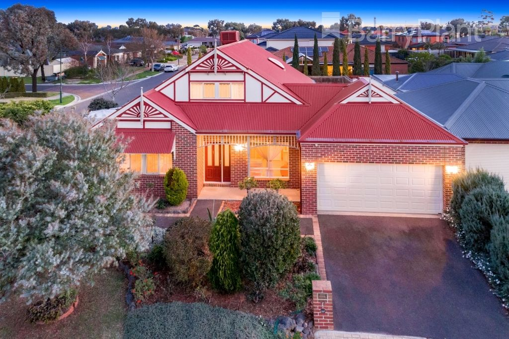 32 Aviemore Way, Point Cook VIC 3030, Image 0