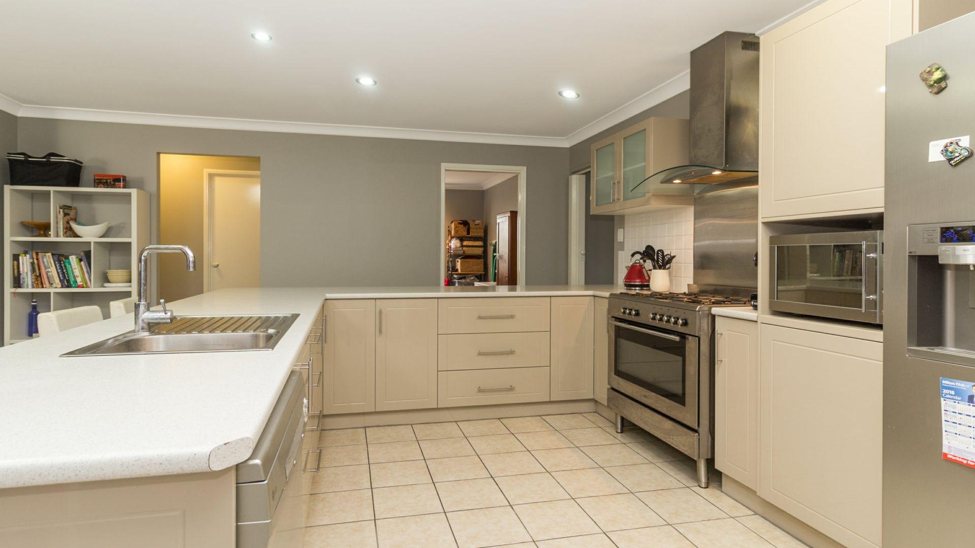 5 Horton Place, Forest Lake QLD 4078, Image 1