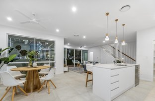 Picture of 2/19 Killowill Avenue, Paradise Point QLD 4216