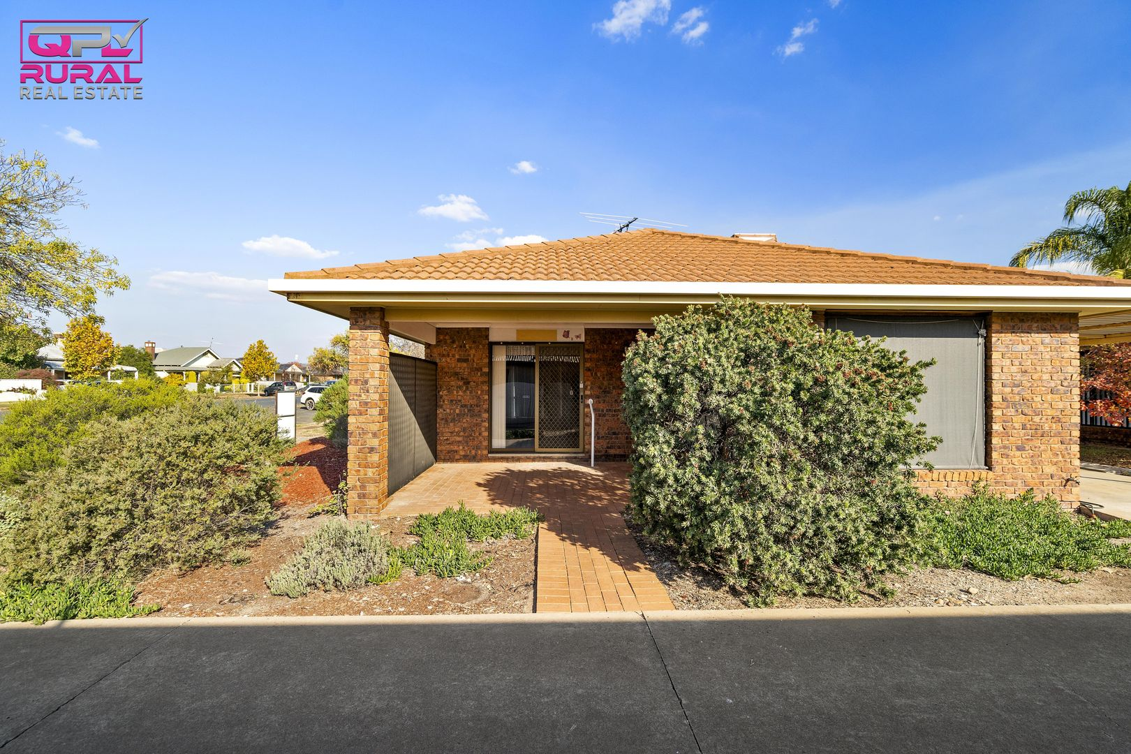 1/188 Deboos Street, Temora NSW 2666, Image 2