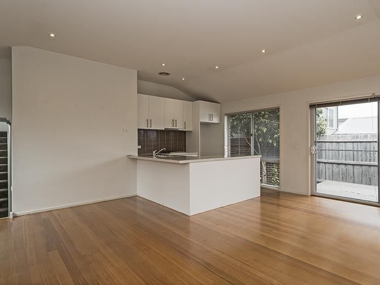 2/52 St Andrews Avenue, Rosanna VIC 3084, Image 2