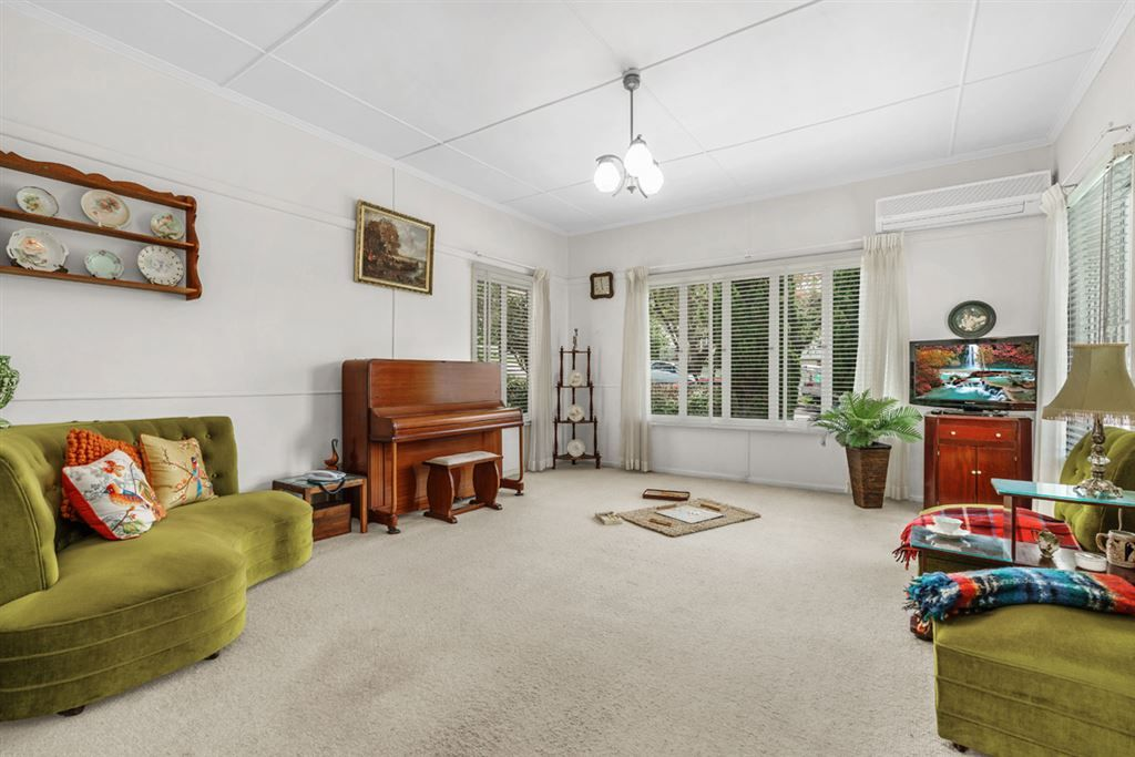 23 Iveagh Ave, Holland Park West QLD 4121, Image 1