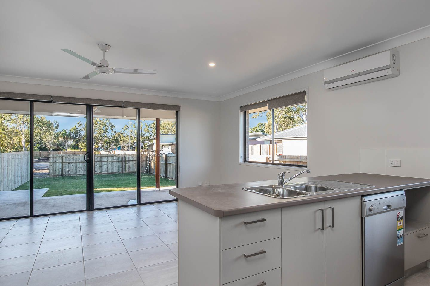 2/132 Exeter Street, Torquay QLD 4655, Image 2