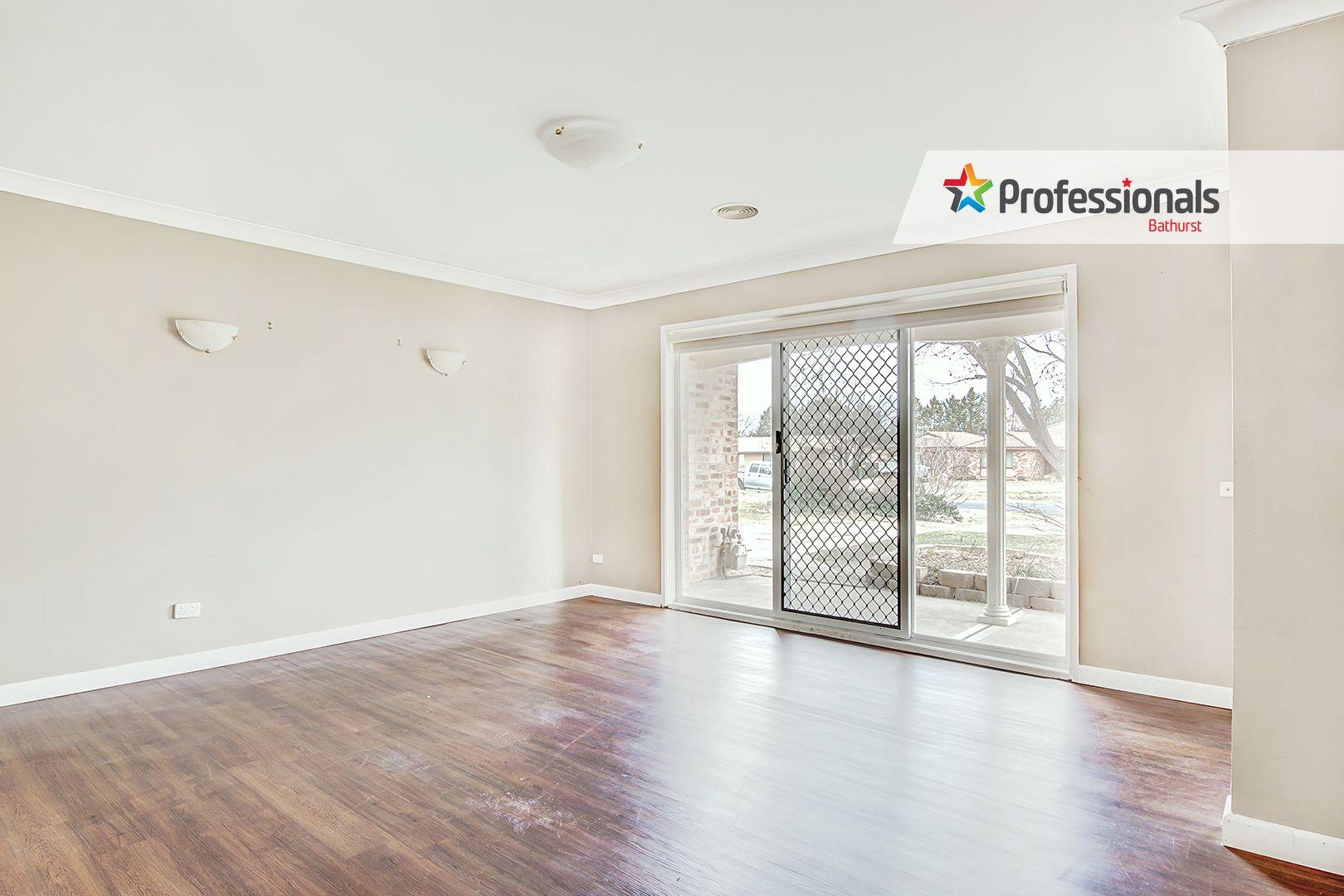 25 Lamont Place, Eglinton NSW 2795, Image 2
