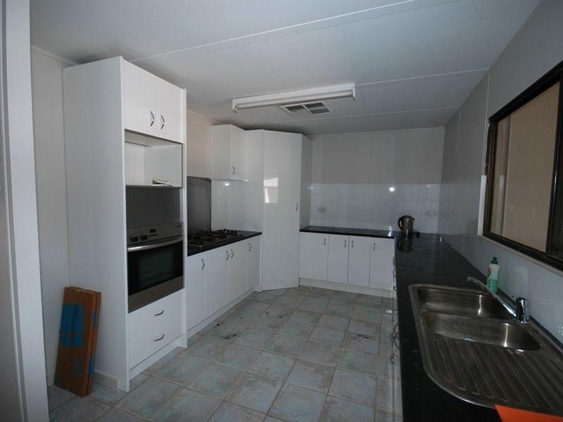 31 Quarrian Road, Longreach QLD 4730, Image 2