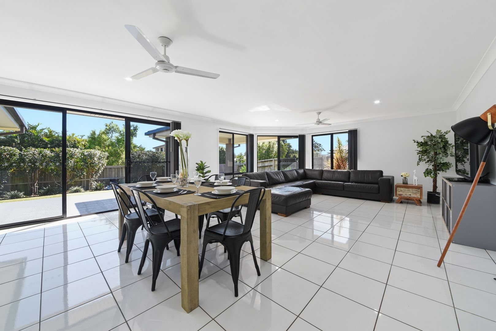 1 Nadine Court, Warner QLD 4500, Image 2