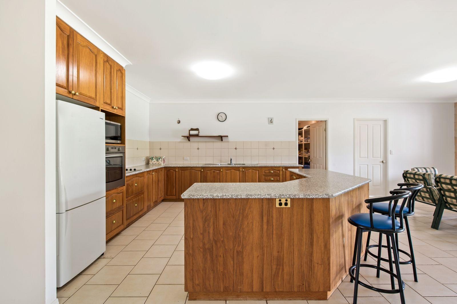 4 Melric Court, Geham QLD 4352, Image 2