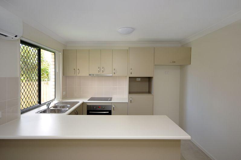2/223 Greenwattle Street, Cranley QLD 4350, Image 1