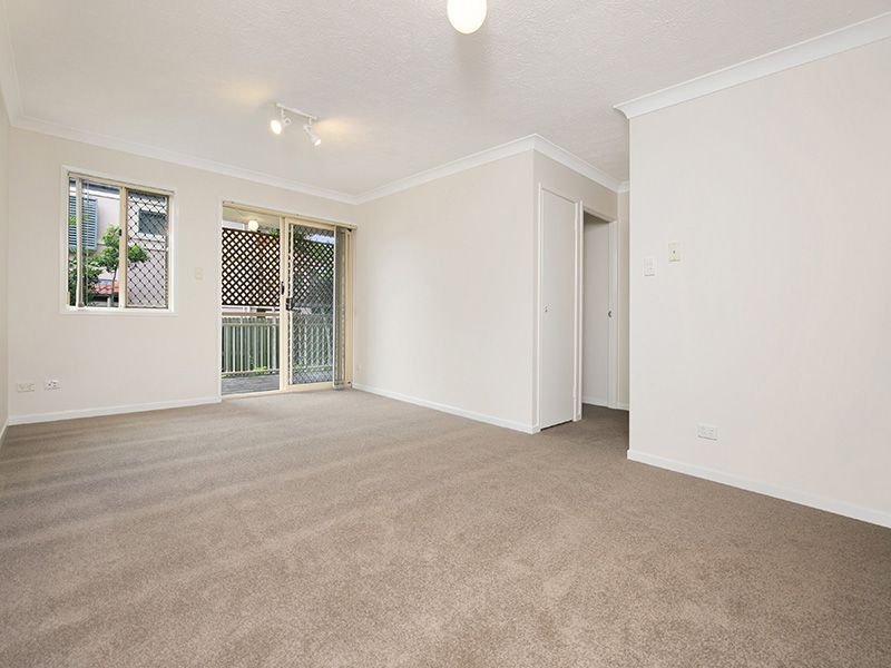 2/30 WILTON TERRACE, Yeronga QLD 4104, Image 2