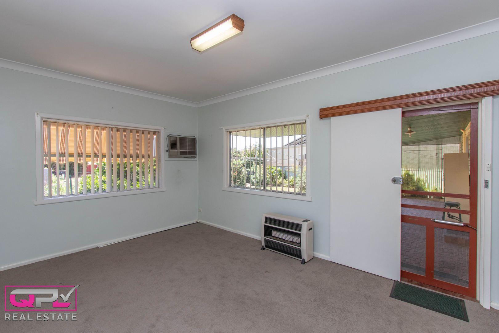 77 Polaris Street, Temora NSW 2666, Image 2