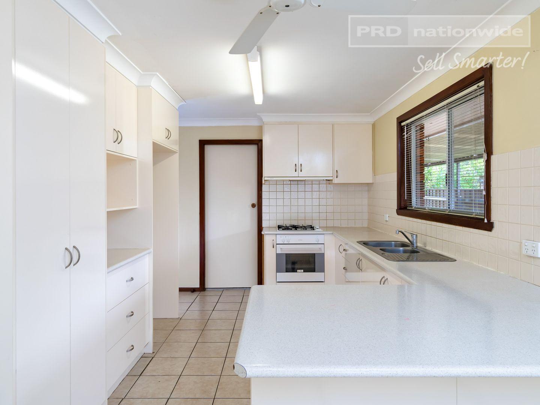16 Pinaroo Drive, Glenfield Park NSW 2650, Image 2