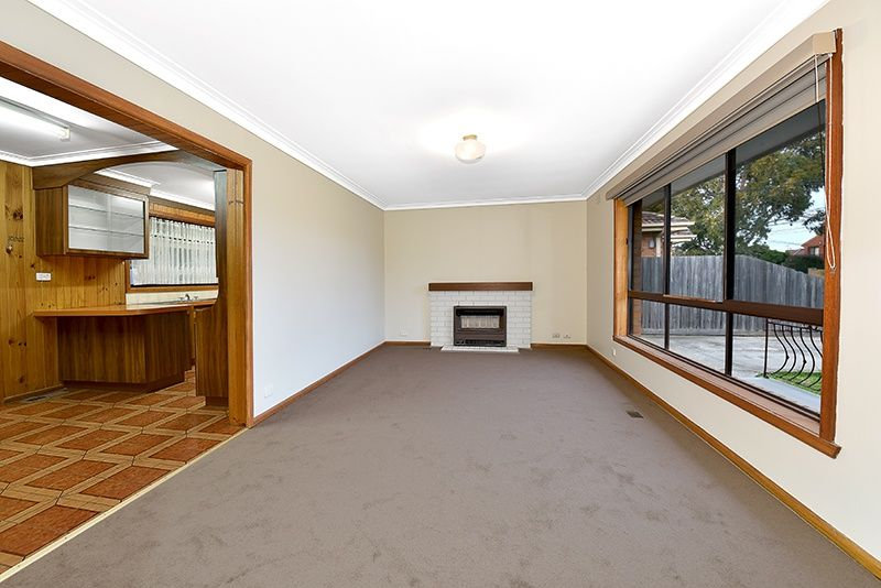 55 Ridge Drive, Avondale Heights VIC 3034, Image 2