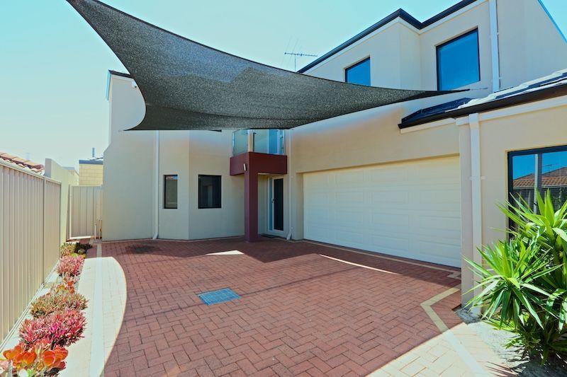 4 bedrooms Townhouse in 33C Seaforth Road BALCATTA WA, 6021