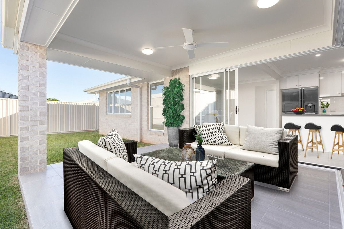 8 Lochie Drive, Redland Bay QLD 4165, Image 2