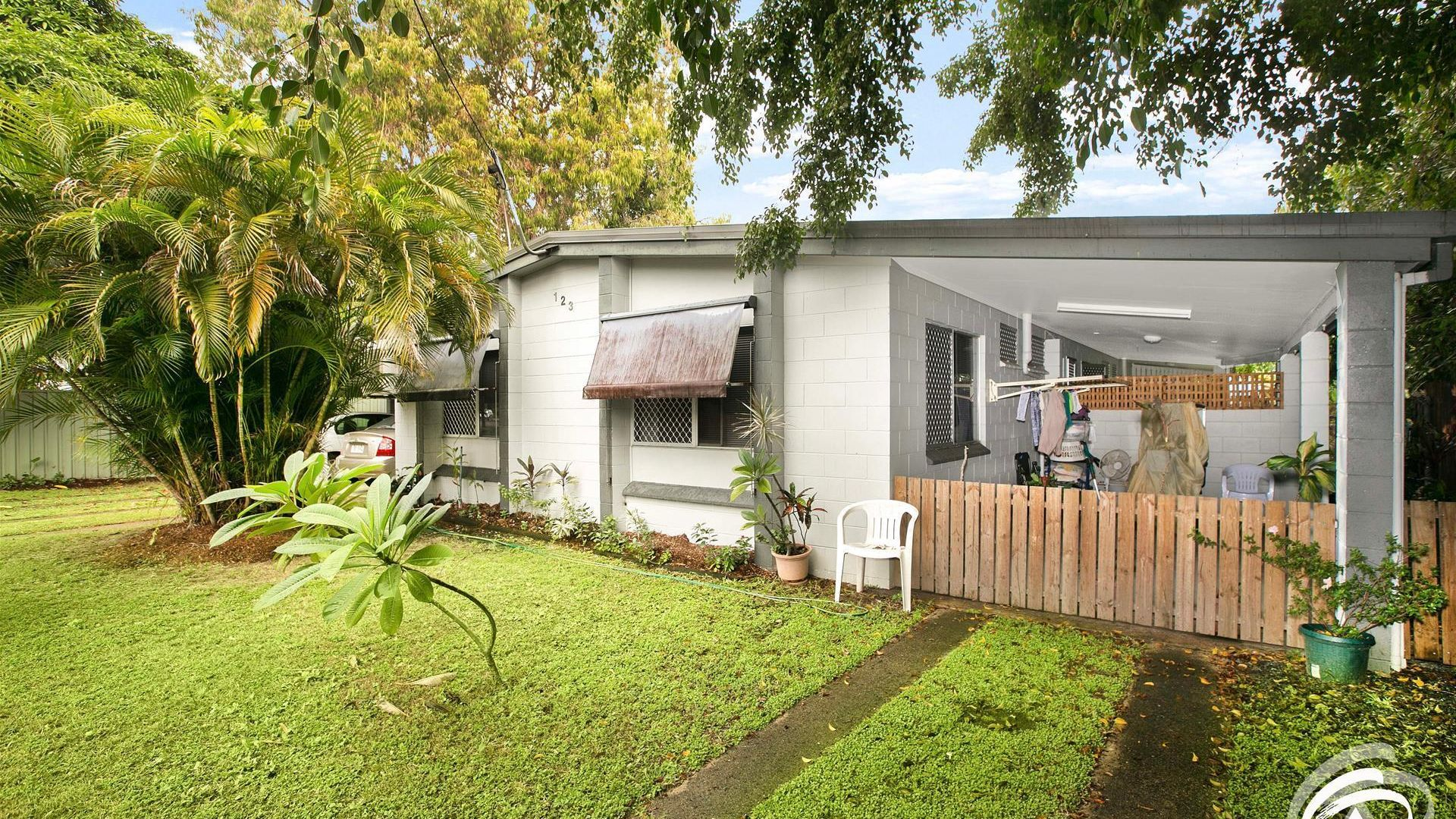 1/123 Oleander Street, Holloways Beach QLD 4878, Image 1