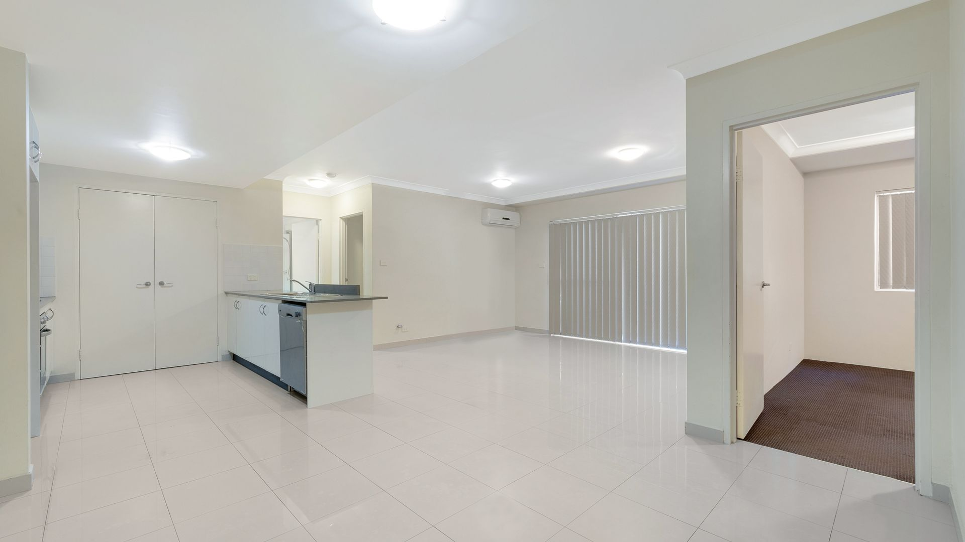 8/41 Woodhouse Drive, Ambarvale NSW 2560, Image 2