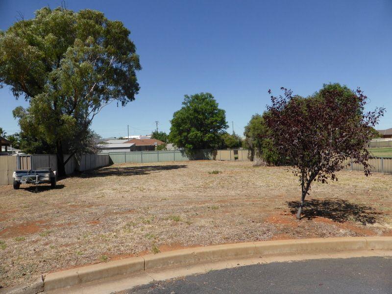 11 Scoble Place, Parkes NSW 2870, Image 0