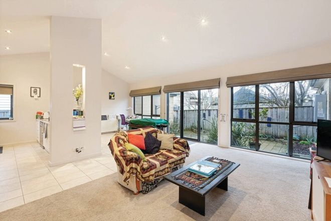 Picture of 2/214 Clyde Street, SOLDIERS HILL VIC 3350