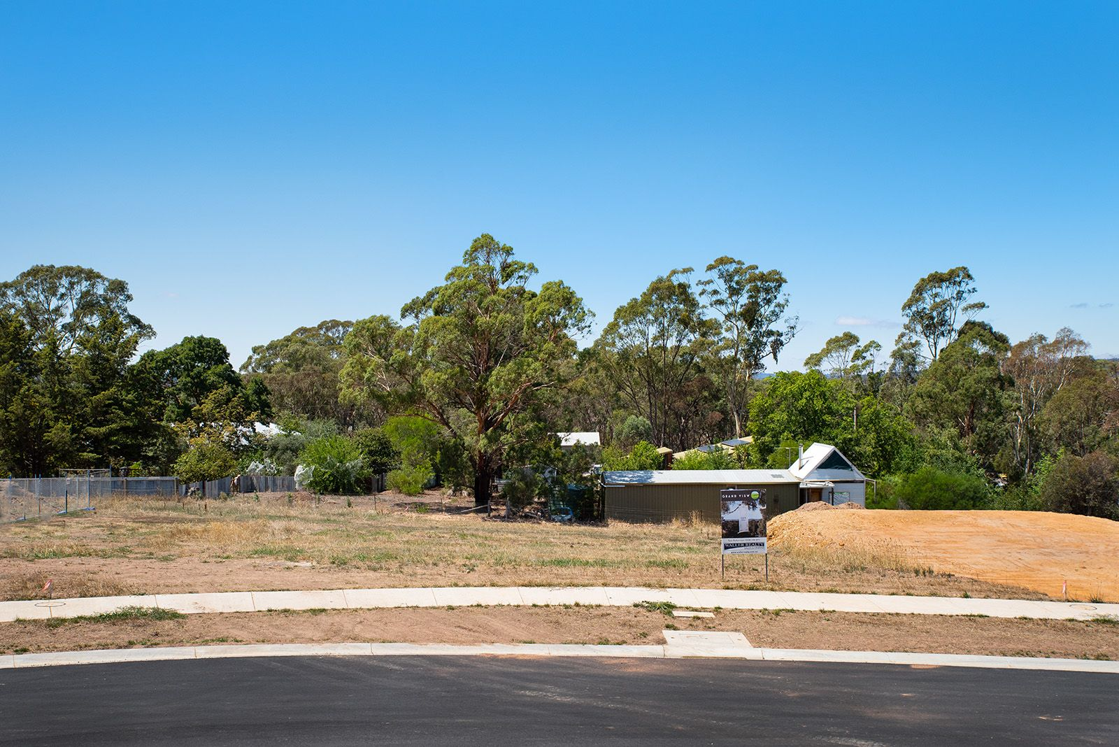 4 Hillview Court, Mckenzie Hill VIC 3451, Image 2