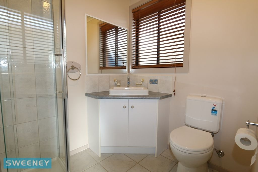 2 Roya Court, Hoppers Crossing VIC 3029, Image 2