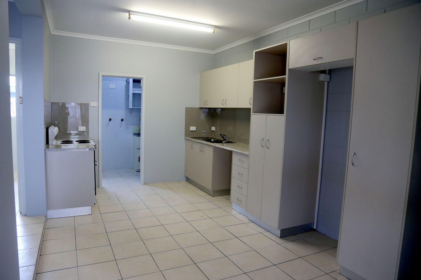 1/16 Smart Street, Mooroobool QLD 4870, Image 1