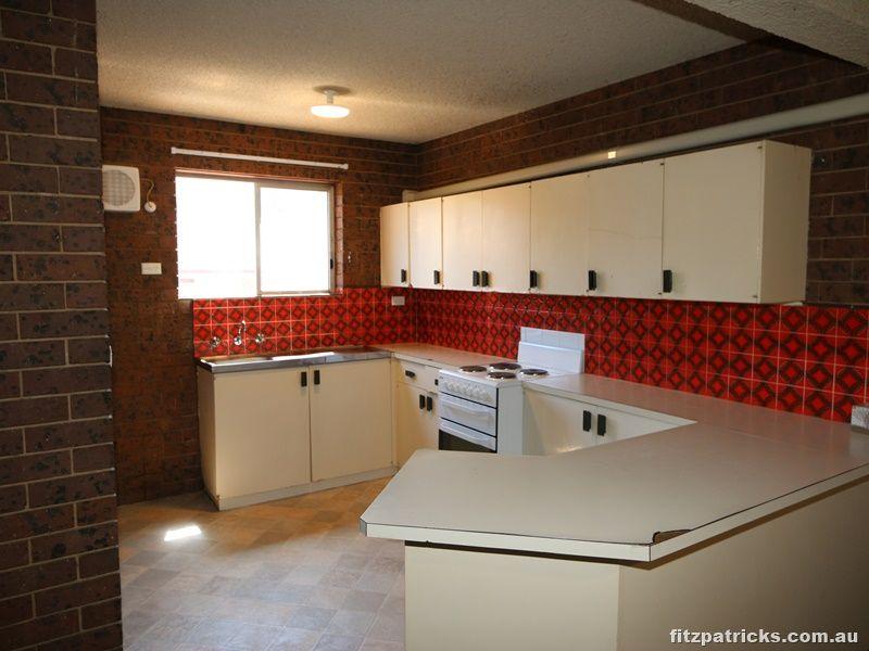 2/11 Sherwood Avenue, Kooringal NSW 2650, Image 1