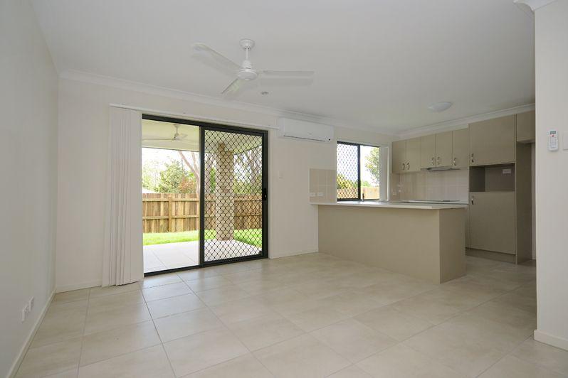 2/223 Greenwattle Street, Cranley QLD 4350, Image 2