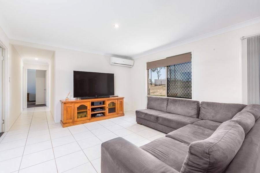 34 Arlington Way, Kensington Grove QLD 4341, Image 2