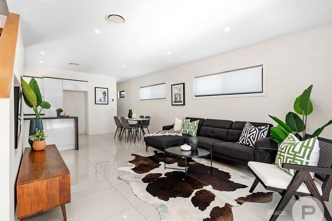 Picture of 1/56 Latimer Street, HOLLAND PARK QLD 4121
