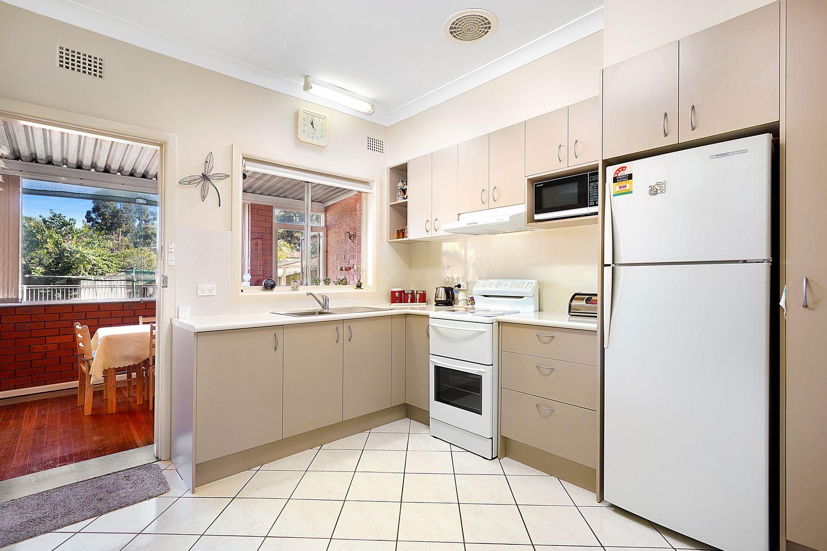 5 Holman Street, Canley Heights NSW 2166, Image 2
