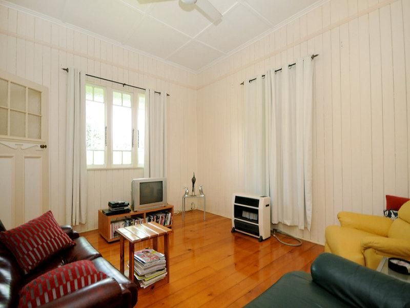 209 Campbell Street, Newtown QLD 4350, Image 2