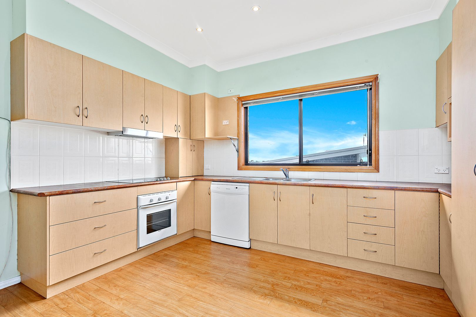 44 The Avenue, Corrimal NSW 2518, Image 2