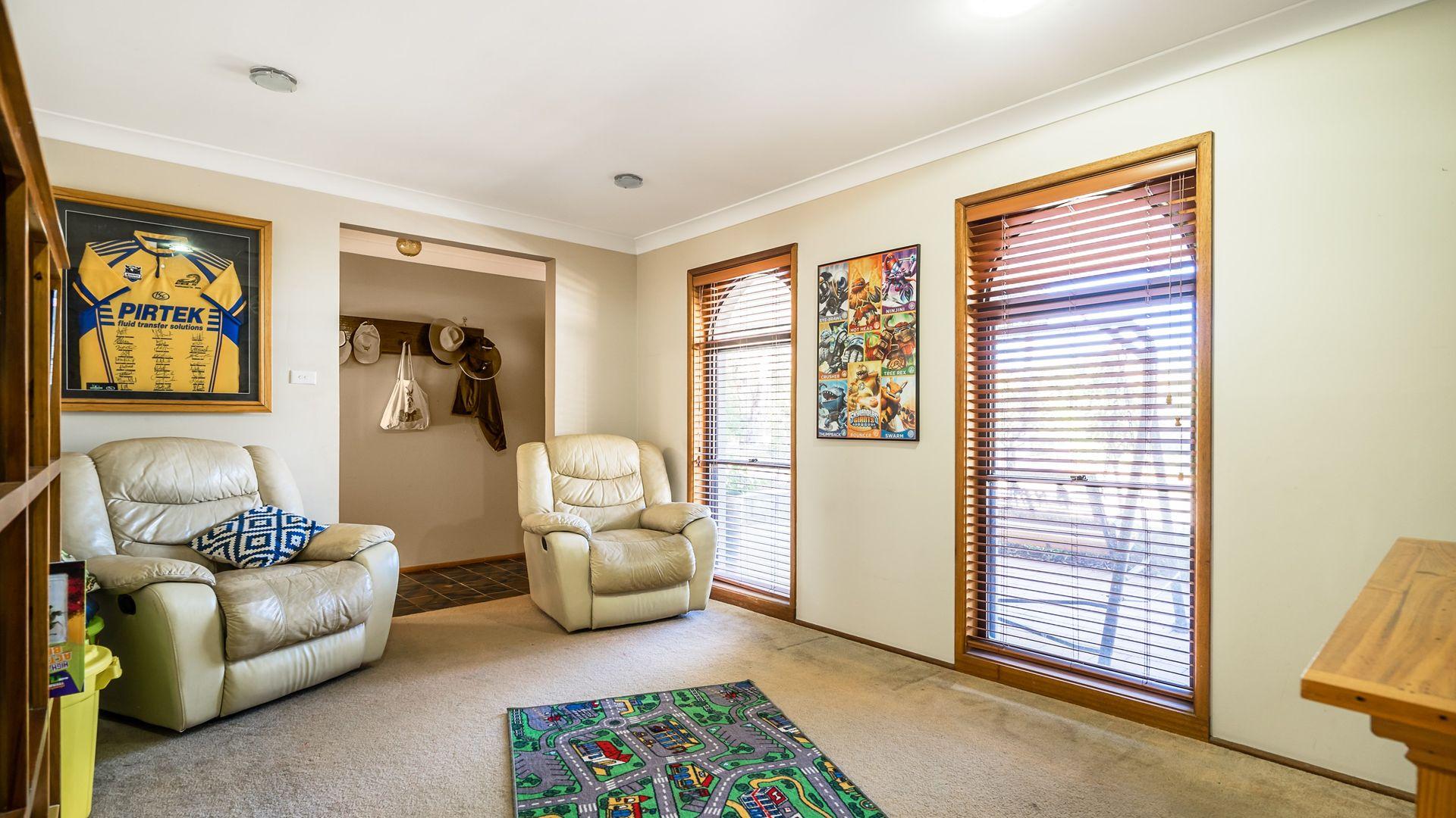 7 Webber Drive, Dubbo NSW 2830, Image 2