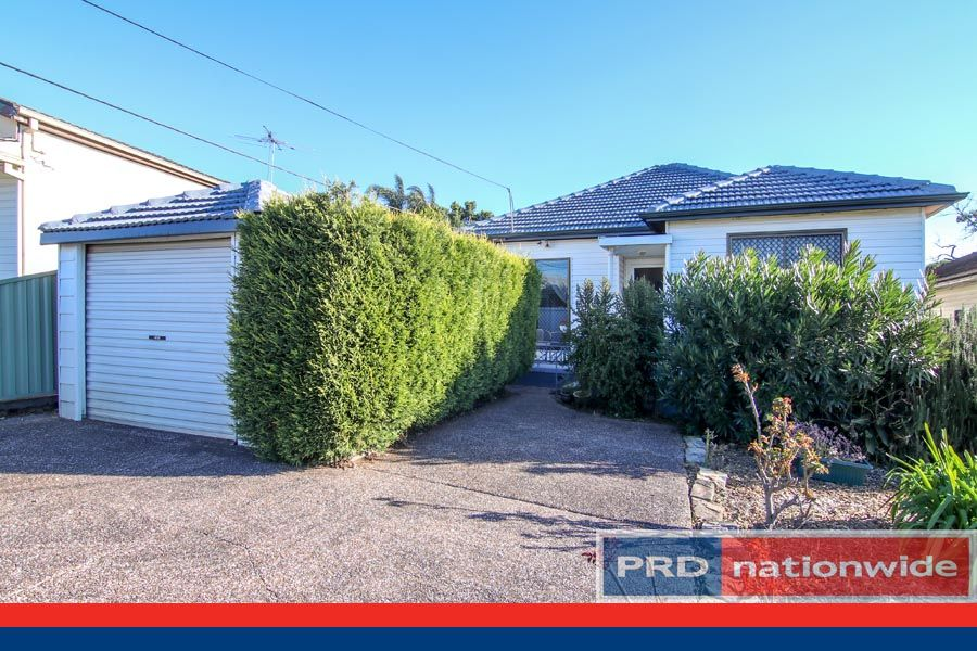 8 Holley Road, Beverly Hills NSW 2209, Image 1