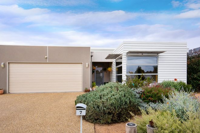 Picture of 7 Roalies Place, CAMPBELLS CREEK VIC 3451
