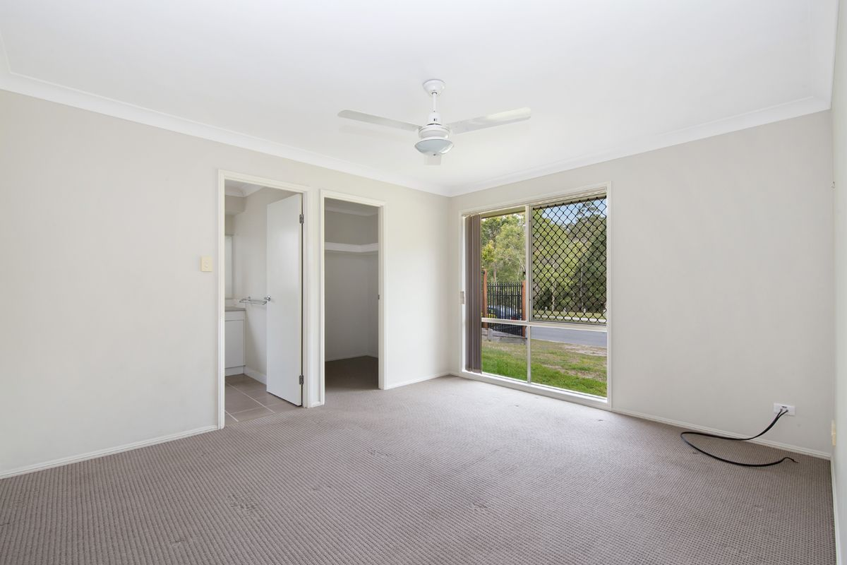 8 Cherokee Place, Heritage Park QLD 4118, Image 2