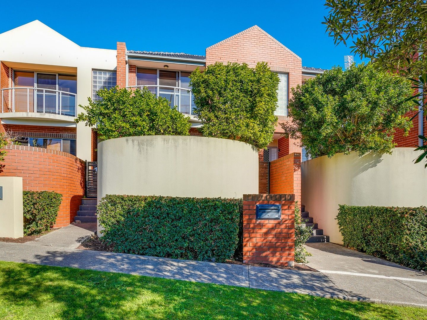 2/1A Parry Street, Cooks Hill NSW 2300, Image 0