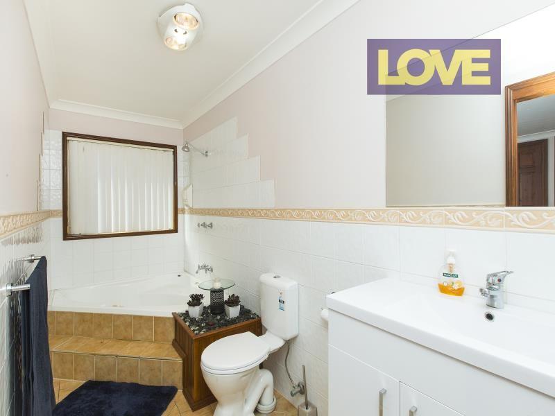 9 Lipton Close, Woodrising NSW 2284, Image 2