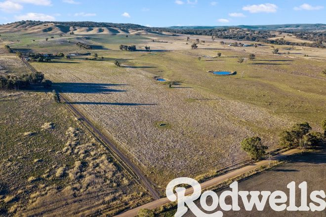 Picture of 139 Farnley Rd, GOORAMBAT VIC 3725