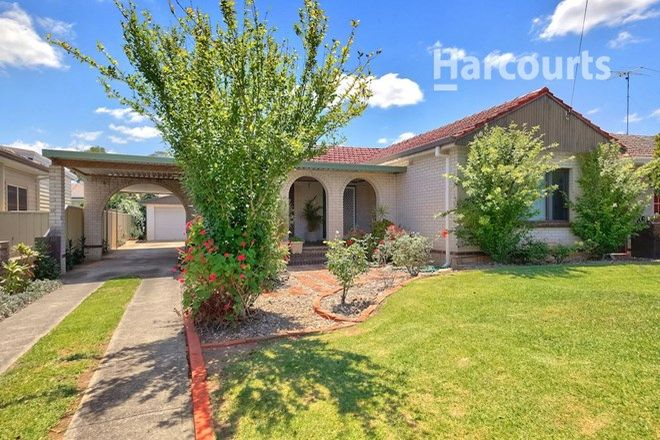 Picture of 12 Phelps Crescent, BRADBURY NSW 2560